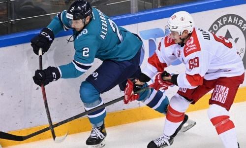 Клуб хоккеиста сборной Казахстана вырвал победу у другой команды КХЛ