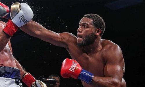 Главный бой вечера бокса супертяжей в США закончился эффектным и кровавым нокаутом. Видео