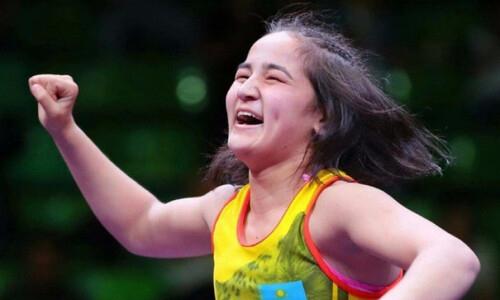 Казахстан выиграл «золото» чемпионата мира по женской борьбе среди юниорок