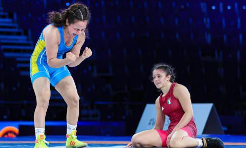 Гимн Казахстана прозвучал на юниорском чемпионате мира по женской борьбе впервые за 13 лет. Видео