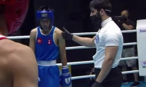 Как казахстанский боксер «дисквалифицировал» соперника и вышел в финал МЧА-2021. Видео