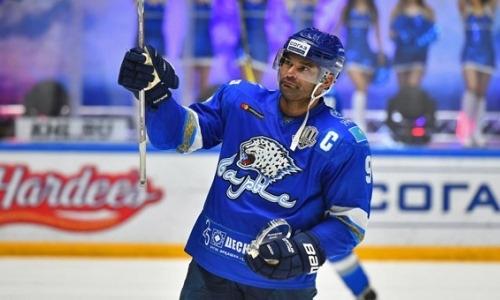 «Забивает своим яростным броском». В России рассказали о текущей карьере легенды «Барыса» из сборной Казахстана