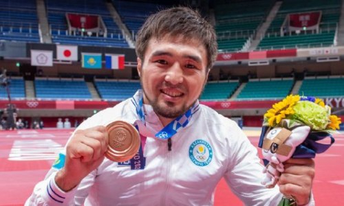 Награждение казахстанского призера Олимпиады-2020 вызвало возмущение