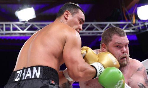 Титульный бой казахстанского супертяжа с победой нокаутом получил понижение в классе