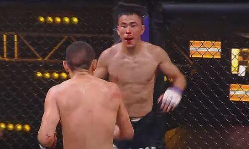 Жестким избиением казахстанца с нокаутом от экс-бойца UFC закончился турнир в Алматы
