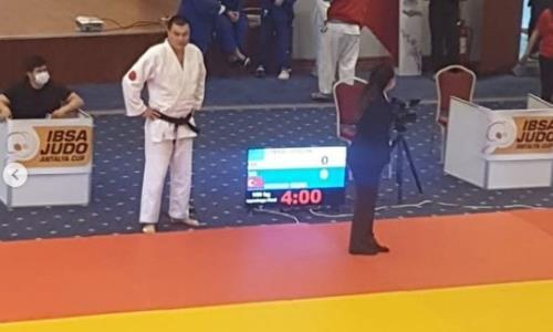 Казахстанец потерпел быстрое поражение в первой схватке по дзюдо на Паралимпиаде-2020