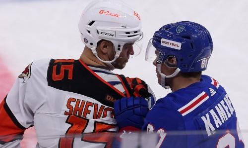 «Авангард» с хоккеистом сборной Казахстана проиграл напряженный матч против СКА