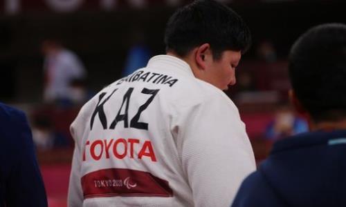 Казахстанка с травмой завоевала историческую медаль Паралимпиады-2020. Видео