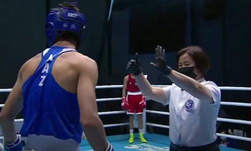 Казахстанский боксер с разбитым носом побывал в нокдауне и проиграл узбеку финал чемпионата Азии