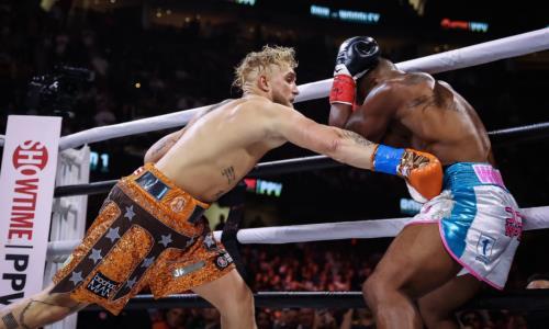 Блогер Джейк Пол победил экс-чемпиона UFC Тайрона Вудли в главном бою вечера бокса в США. Видео