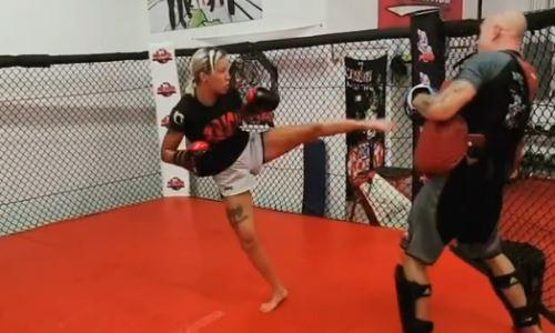 Первая казахстанка в UFC продолжает подготовку к бою с «Колумбийской королевой». Видео