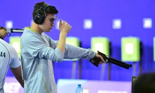 Казахстанец забрал «золото» чемпионата Азии по пулевой стрельбе