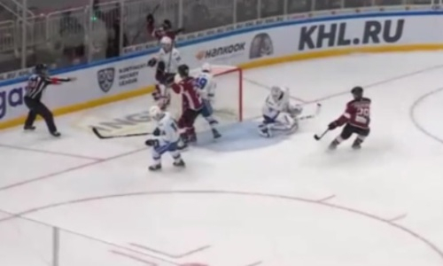 «Барыс» пропустил две шайбы за 14 секунд от аутсайдера Запада КХЛ. Видео