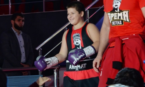 Получивший скандальную победу сын Рамзана Кадырова показал свои боксерские навыки. Видео