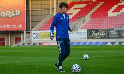 Женская сборная Казахстана провела предматчевую тренировку в Уэльсе. Фото