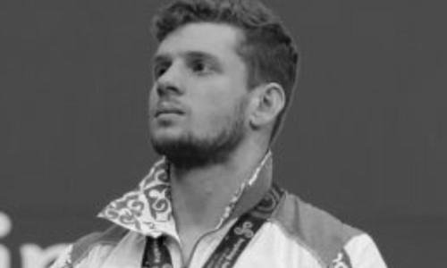 Казахстанские тяжелоатлеты выкинули свои медали в мусорку после смерти Альберта Линдера. Видео
