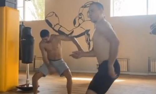 Казахские бойцы UFC и RCC зажигательно станцевали под хит «Дискотека из 90-х». Видео