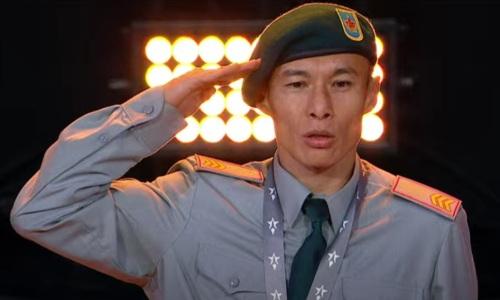 Казахстанский боксер получил чемпионский пояс за «золото» ЧМ-2021 среди военнослужащих. Фотофакт