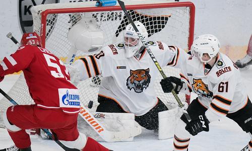 Клуб Востока КХЛ крупно проиграл на выезде и увеличил отставание от «Барыса»
