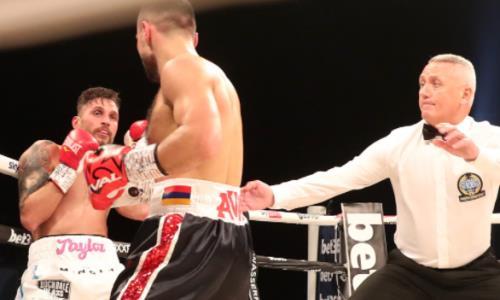 Потенциальный соперник Данияра Елеусинова нокаутом во втором раунде в четвертый раз защитил свой титул. Видео