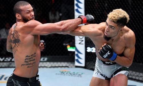 Битва известных полутяжей решила судьбу главного боя турнира UFC. Видео