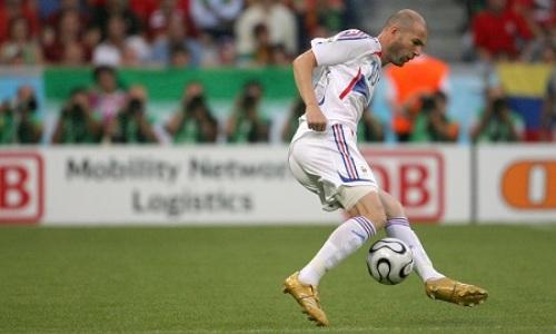 Нападающий сборной Казахстана забил гол после финта Зидана. Видео