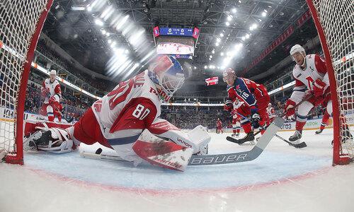 Сейв бывшего вратаря «Барыса» стал лучшим в КХЛ. Видео