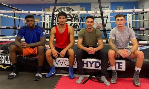 Казахстанский боксер с титулом WBO продолжает тренировки с экс-соперником Усика