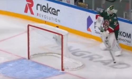 Клуб КХЛ хоккеиста сборной Казахстана пропустил курьезную шайбу. Видео