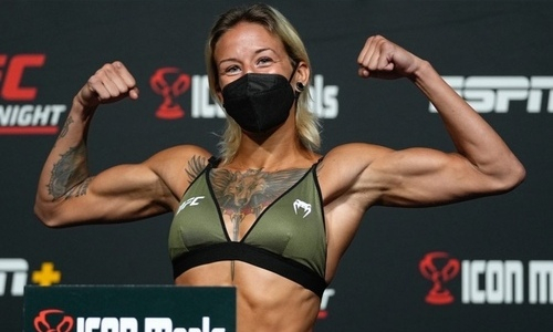 Мария Агапова показала казахстанское рукопожатие в UFC. Видео