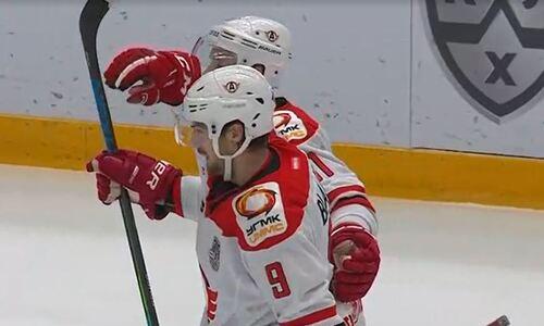 Хоккеист сборной Казахстана набрал очки в шестом матче подряд и вошел в ТОП-5 бомбардиров-защитников КХЛ