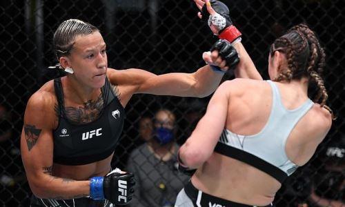 Казахстанка Агапова забрала приз за лучшее выступление вечера на турнире UFC