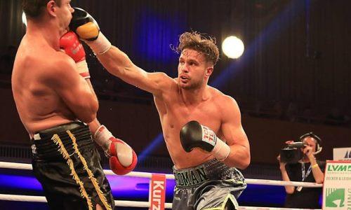Непобежденный тяжеловес из Казахстана встал после нокдауна и защитил титул WBO. Видео