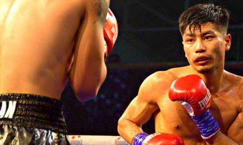 Казахстанский боксер с титулом WBO посетил вечер бокса с боем экс-чемпиона мира