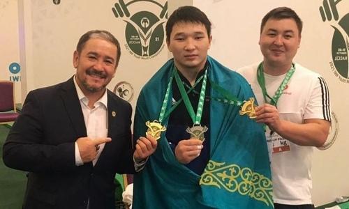 «Соперники соревновались между собой». Казахстанский тяжелоатлет прокомментировал «золото» ЧМ среди юношей