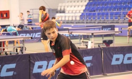 Казахстанец бьется за награды на международном турнире по настольному теннису