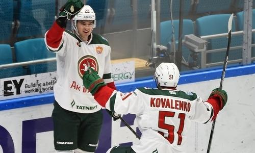 Необычный гол в футбольном стиле забил хоккеист соперника «Барыса» в матче КХЛ. Видео