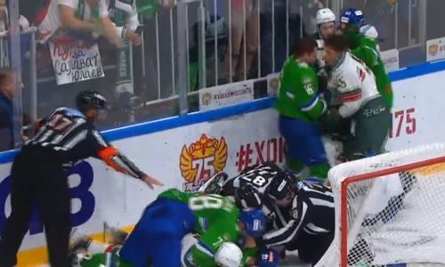 Хоккеисты соперников «Барыса» по Востоку КХЛ устроили массовую потасовку. Видео
