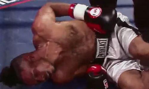 Молодой боксер жесточайшим ударом по печени сложил соперника вдвое. Видео брутального нокаута