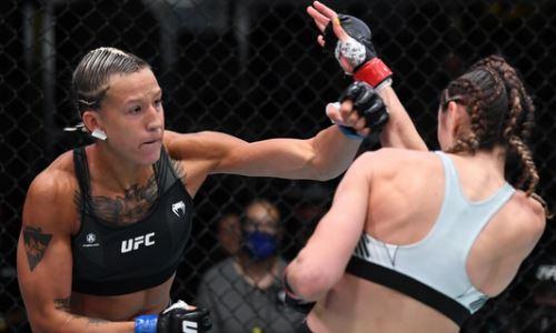 Первая казахстанка в UFC выбыла на длительный срок после досрочной победы