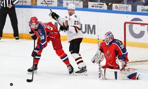 Над хоккеистом сборной Казахстана поиздевались в матче КХЛ. Видео