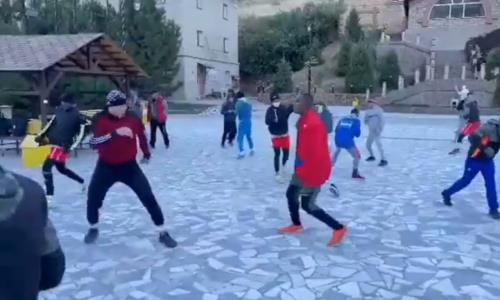 Боксеры из Кубы и Узбекистана совместно готовятся к ЧМ-2021 с участием сборной Казахстана. Видео